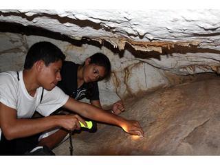 Explorando la cueva de Peter\