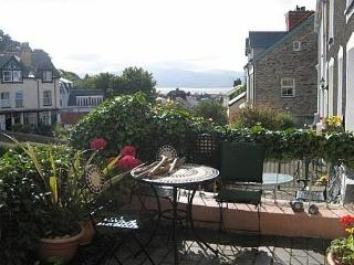 Aberdyfi Retreat Walking Distance to Beach - 47019