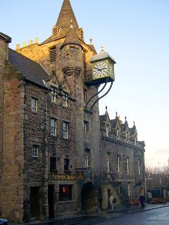 Entrance to Old Tolbooth Wynd from the Royal Mile