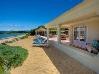 """PLEASE ASK ABOUT OUR SPECIAL OFFERS"" Beau Rivage - Beachfront- 3 Bedrooms, Terres Basses"