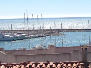 MANSARDA SUL PORTO: a due passi da Montalbano!!!, Marina di Ragusa