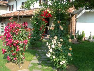 Residence delle rose - casetta rossa, Monforte d'Alba