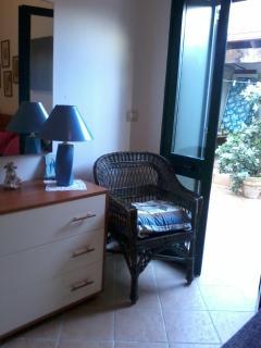 particolare camera con affaccio cortile retrostante
