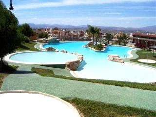 Wonderful 3 Bed Villa with Swimming Pool Sleeps 6, Gran Alacant