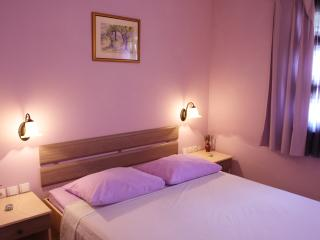 Charming Lavender, centre, Stari Grad, walking distance to everything
