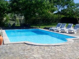 Casa Rosa, Obidos villa, private pool, in large gated Mediterranean garden
