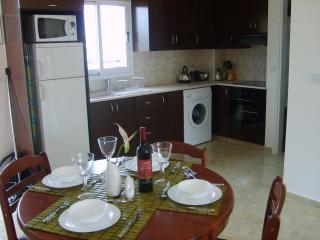 Fully Fitted Kitchen & four seater table