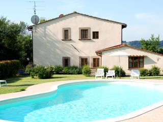 2 bedroom flat in traditional Tuscan villa just outside Florence, perfect for exploring both the city and the countryside, shared pool, sleeps 4, Florencia