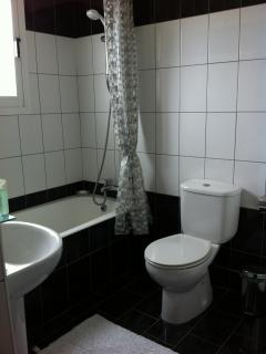 Fully Tiled Bathroom with Shower, Bath & Toliet