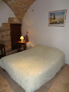 Ground floor 'cave' bedroom with adjoining ensuite