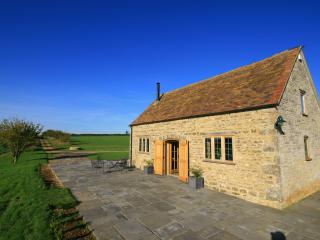 Calcot Peak Barn, peaceful & private in Cotswolds, Northleach