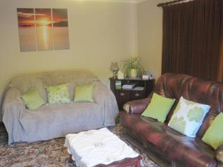 Comfortable Lounge showing bed settee and oak framed leather suite.