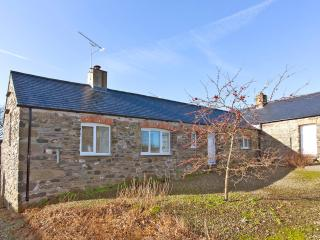 Peaceful holiday cottage with woodburning stove, Solva