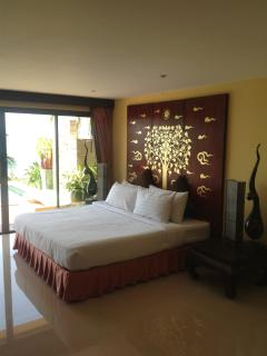 Bedroom No:1, with slide door access to the Infinity pool & terrace