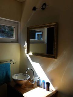 la salle d'eau de la chambre bleue