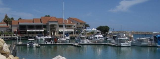 Local pubs and cafes at Mindarie Marina