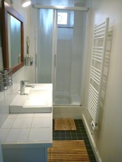 Bathroom… Salle de Bains avec douche