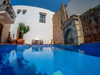 LATO-Private flat in a getaway oasis with pool, Atsipopoulo