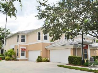 Spacious and bright residence in Tarpon Cove, Naples