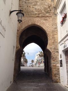 La Puerta de Jerez, la entrada del casco viejo, a unos 50 metros del apartamento