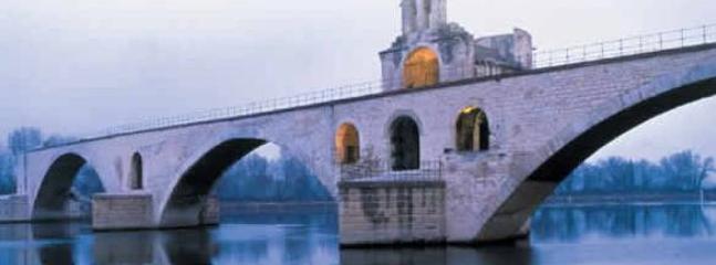 Avignon ( Pont St Bénezet à 40 km )
