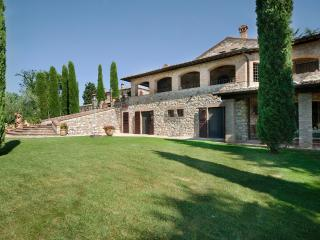 Three bedroom apartment in stunning villa, San Gimignano