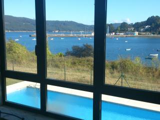 Apto encima del mar,con  piscina, terraza y vistas, O Vicedo