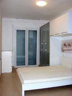 Camera da letto matrimoniale con materassi in lattice traspirante anallergico