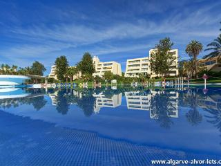 Alvor Holiday Apartment - XLarge pool, nr beach.