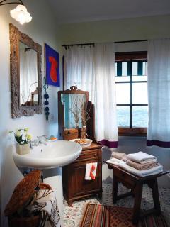 the bathroom of the orange bedroom