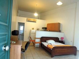 nice apartment with wifi and bike rent, Calamata