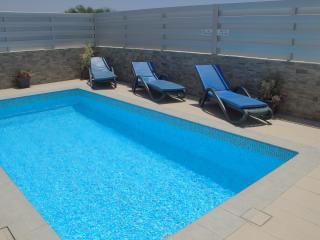 Cool Breeze Villa luxury accommodation sleeping 6 with private pool