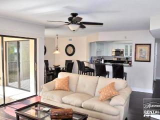 Affordable Naples luxury just 2 blocks from Vanderbilt Beach, Nápoles
