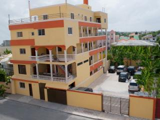 Family 2-Bedroom Apartment -1st Floor with Terrace, Santo Domingo