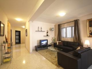 Il-Girna Court Charming Apt  x 4 bedrooms sleeps 10, Haz-Zebbug
