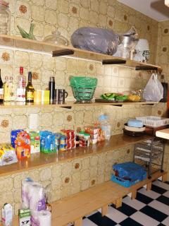 Amplia despensa para guardar tu comida durante la estancia