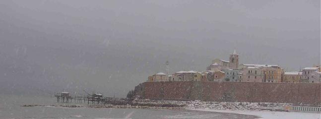 neve   sul borgo antico di Termoli : vicinissimo agli appartamenti di soggiormo