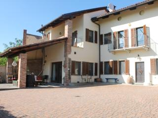 Idyllic farmhouse in Asti
