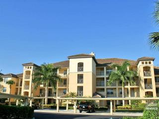 Fabulous panoramic views of lake & golf course with full golf membership, Estero