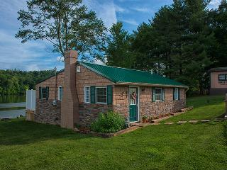 "Eagle View Lake House Hocking Hills, Ohio ""Luxury"", Logan"