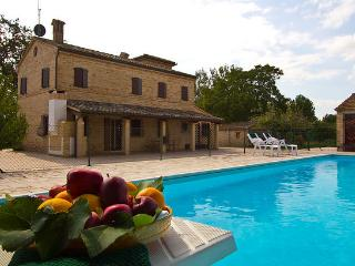 Marcheholiday Villa Paradiso - villa with pool, Treia