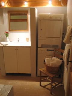 Bathroom with washing machine and dryer