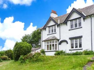 PEEL PLACE NODDLE, open fire, woodburning stove, WiFi, enclosed lawned garden