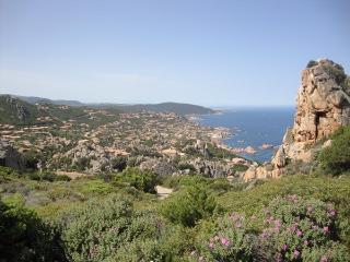 Spendido GOLFO di COSTA PARADISO - mare cristallino, rocce rosse e tanto verde = splendide vacanze
