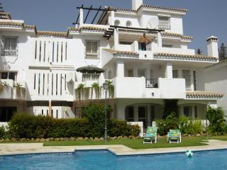 Groundfloor poolside apartment, Puerto Banus