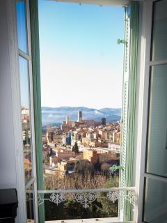 Stunning views, Villa des Parfums is an easy 5 minute walk from Grasse