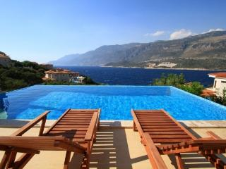 5 bedrooms villa only 100 m to sea, Kas