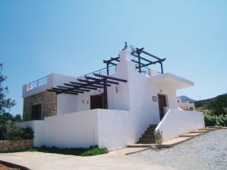 Annie's Villa, Plaka