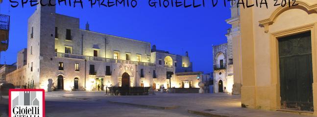 Specchia-piazza del Popolo e castello Risolo