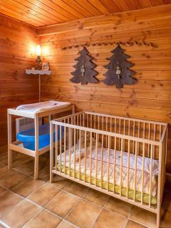Le lit bébé, la table à langer et la baignoire bébé mis à disposition sur demande